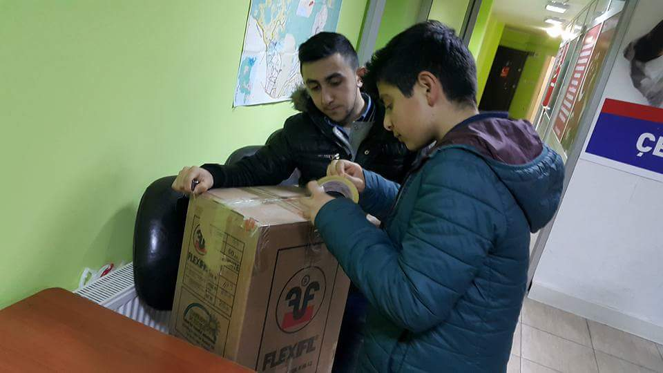 SP Çekmeköy ilçe gençlik kolları ihtiyaç sahibi ailelere gıda yardım yapmaya başladı