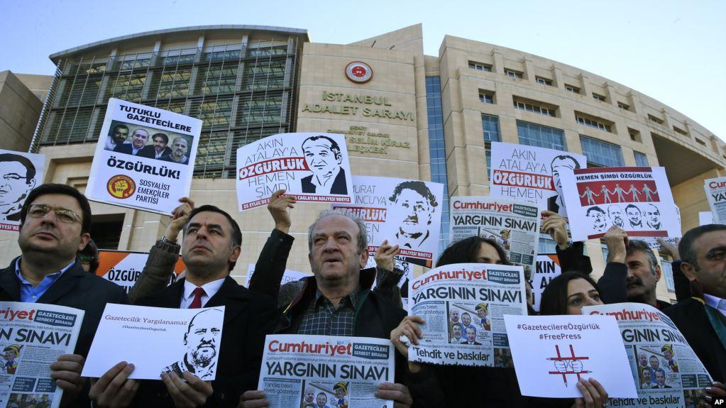 """""""10 Yılda 11 Bin Gazeteci İşsiz Kaldı 85 Gazeteci Hala Tutuklu''"""